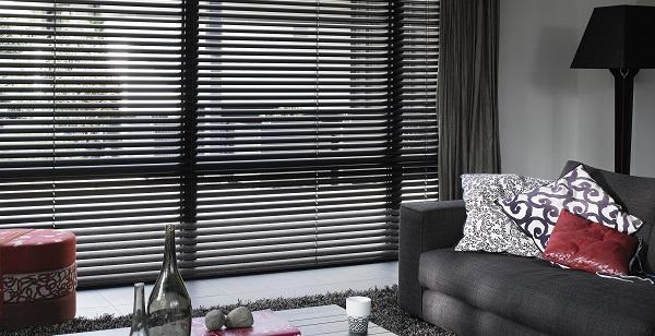 Een Klassiek Interieur : Inspiratie aluminium jaloezieën in klassiek interieur inhuis plaza