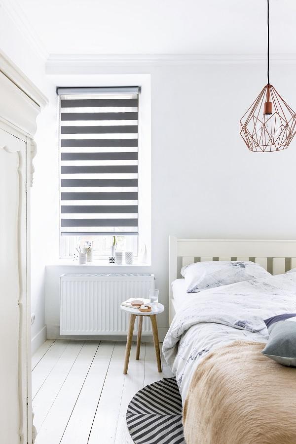 https://cdn.inhuisplaza.nl/images/Nieuwe%20website/duo-rolgordijnen-slaapkamer-2.jpg