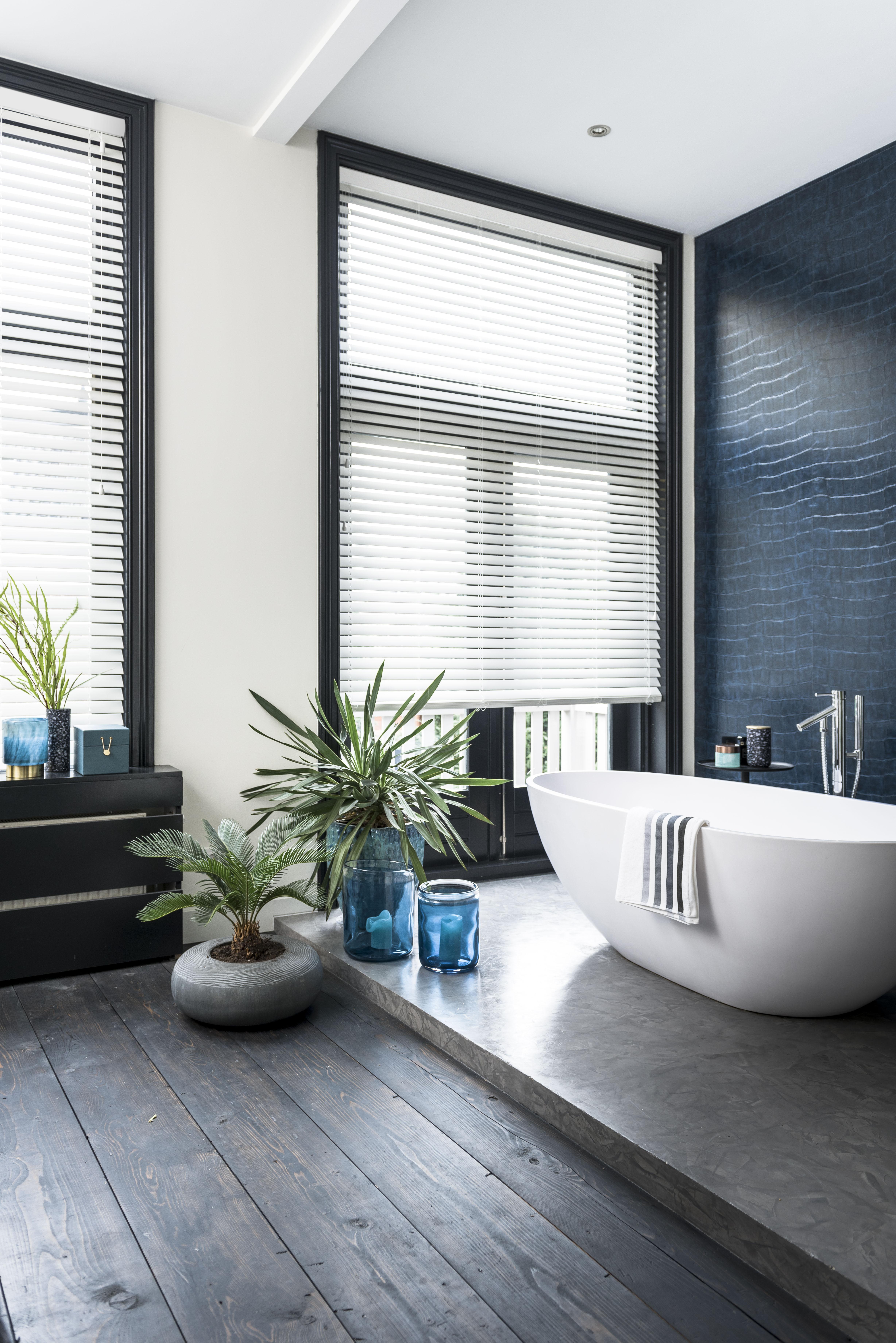 Inspiratie: Houten jaloezieën in de badkamer | INHUIS Plaza