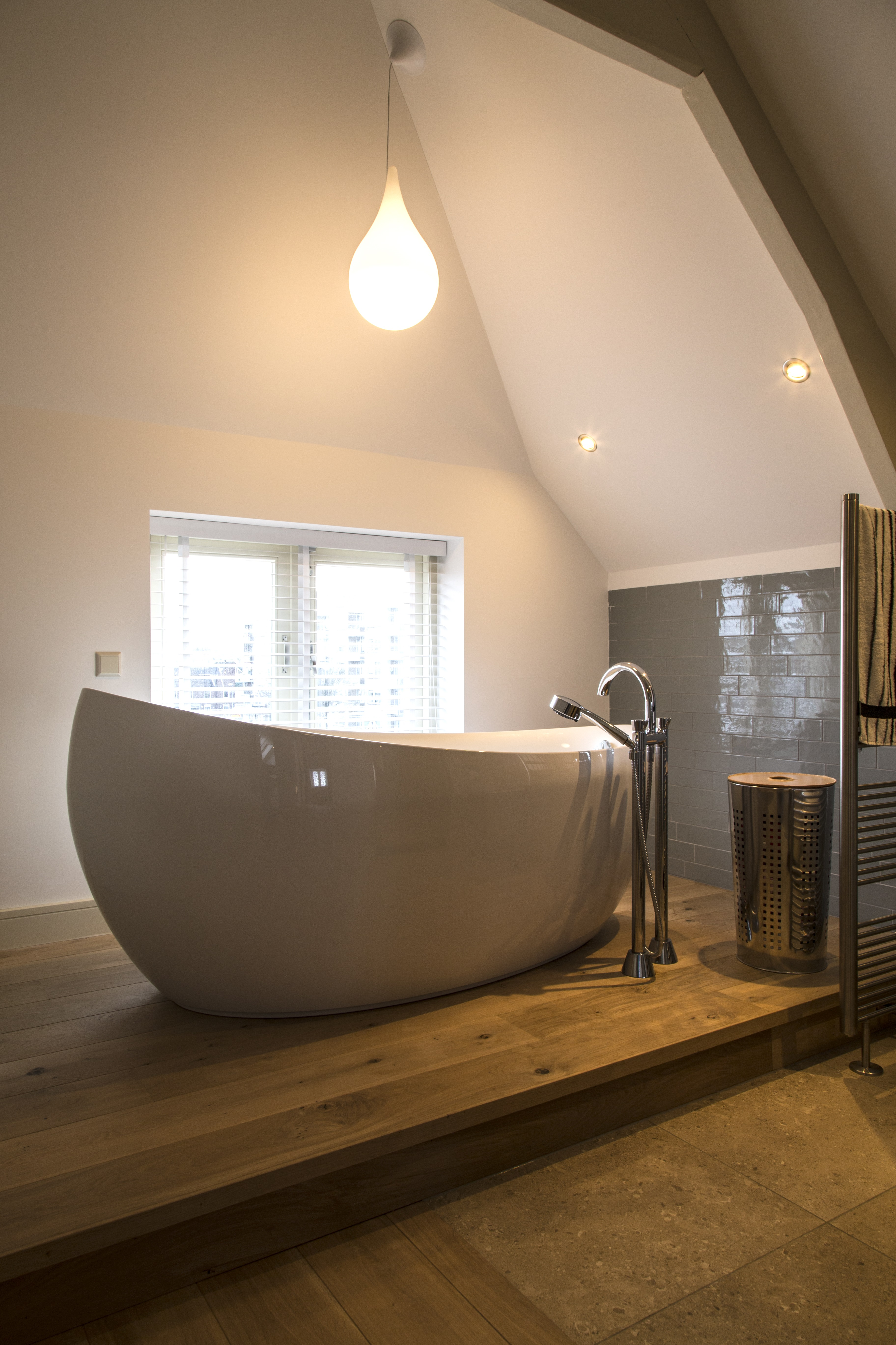 Inspiratie: Aluminium jaloezieën in de badkamer | INHUIS Plaza