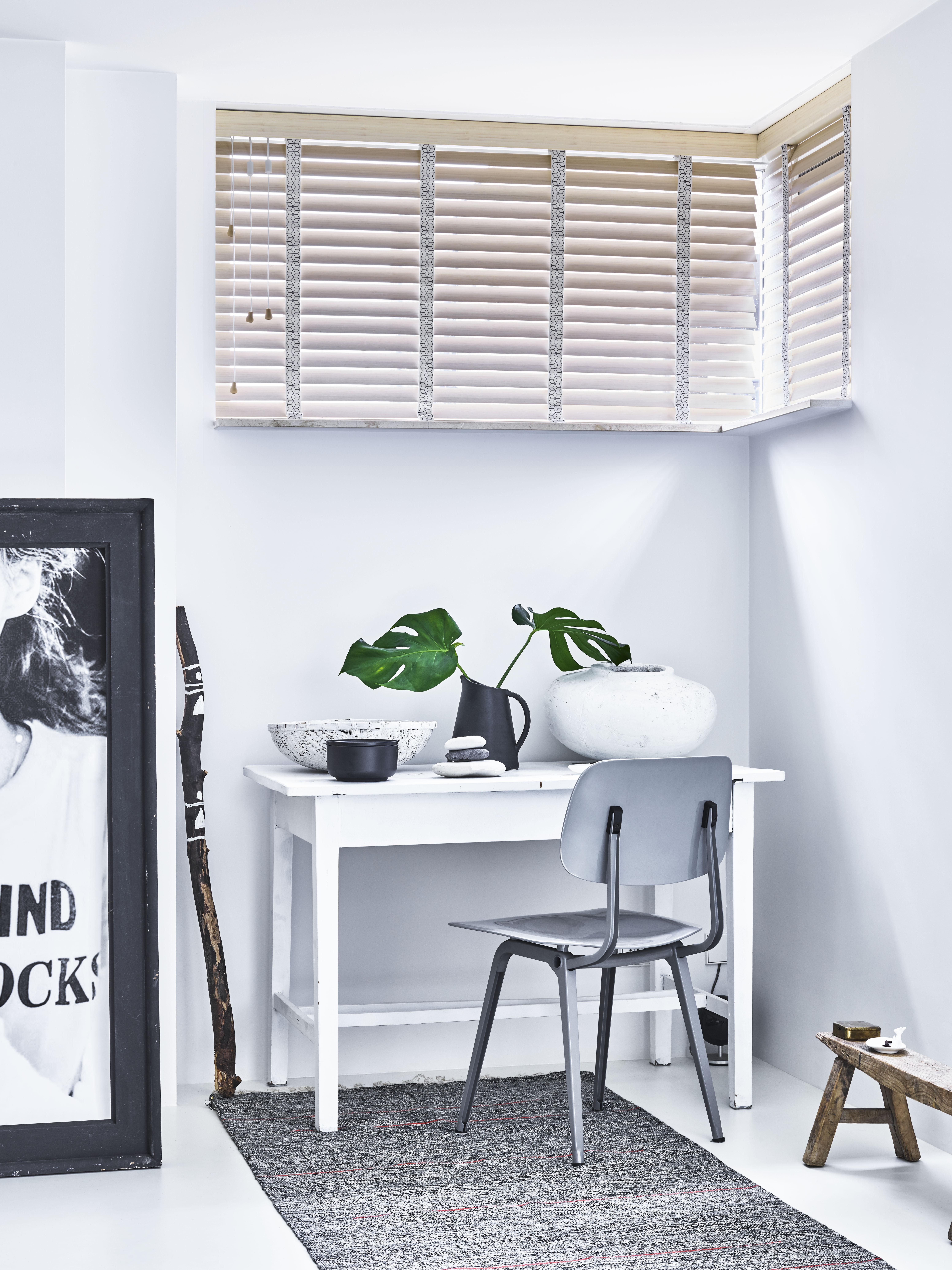https://cdn.inhuisplaza.nl/images/Nieuwe%20website/houten-jaloezieen-slaapkamer-7.jpg