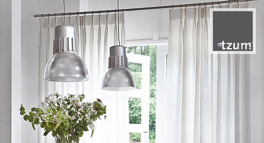 je kunt ook werken met stoere raamdecoratie waardoor je een hele andere sfeer creert dat is nu juist het leuke van onze branche