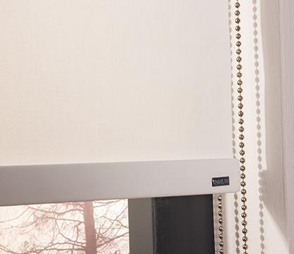 Lichtdoorlatende rolgordijnen zorgen voor voldoende privacy en licht ...