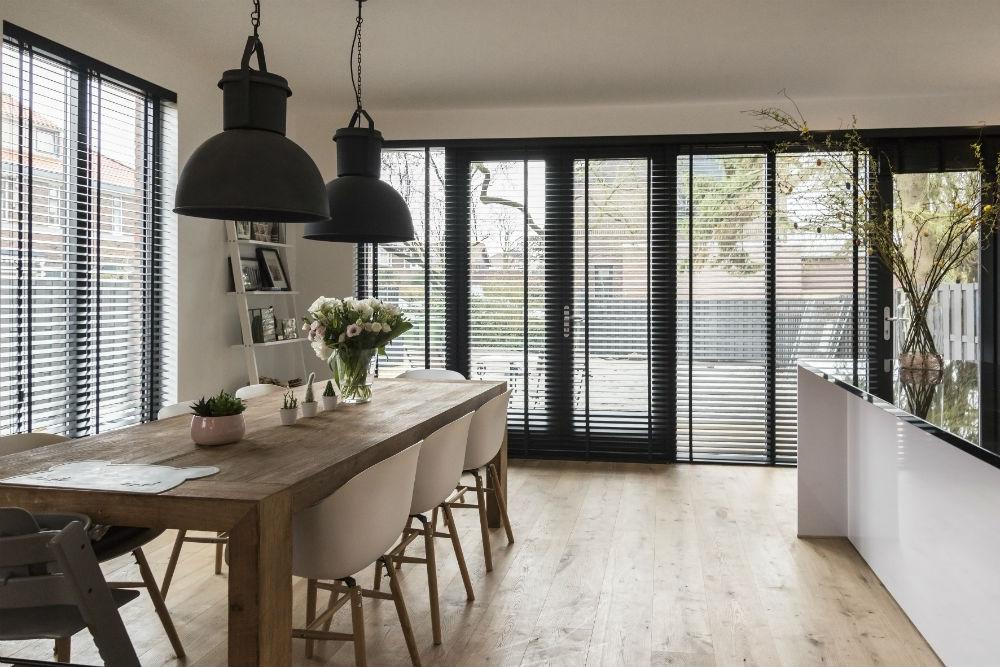 Houten Jaloezieen Woonkamer : Inspiratie houten jaloezieën in jouw woonkamer inhuis plaza
