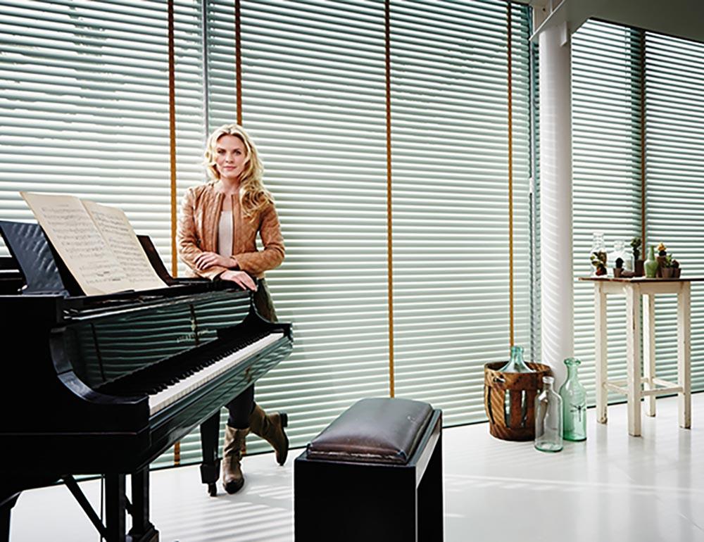 luxaflex aluminium jaloezie 16mm op maat bestellen inhuis plaza. Black Bedroom Furniture Sets. Home Design Ideas